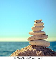 kamienie, plaża, na, błękitny, morze, waga, stóg