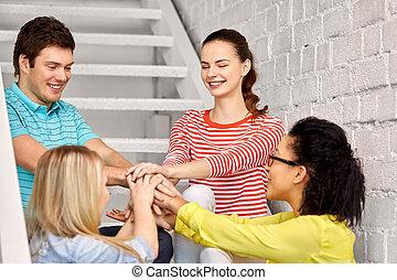 kammerater, stakke, studerende, teenage, eller, hænder