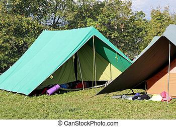 kanadai, sátor, felszerel, alatt, egy, cserkészfiú, tábor