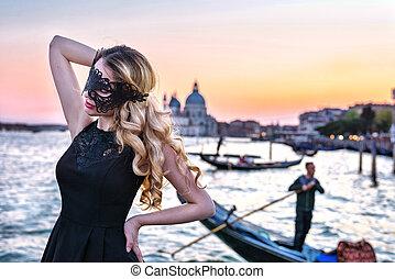 kanal, tragen, frau, italien, venice., gondel, maske, hintergrund, schwarz, großartig, mysteriös, porträt, m�dchen, sonnenuntergang, blick