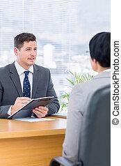 kandidaat, controleren, recruiter, sollicitatiegesprek, gedurende