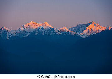 kangchenjunga, montaña, himalaya, salida del sol, distante