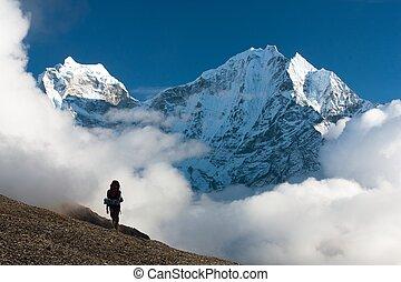 Kangtega and Thamserku with tourist - beautiful mounts above...