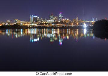 A view of Kansas City, Missouri at twilight.