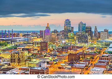 Kansas City, Missouri, USA downtown cityscape at twilight