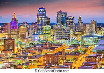 Kansas City, Missouri, USA downtown cityscape