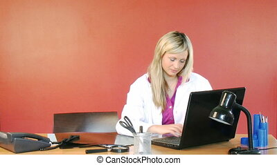 kantoor, arts, draagbare computer, vrouwlijk, gebruik,...