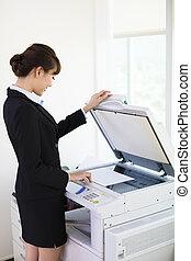 kantoor, businesswoman, fotokopie, jonge, machine, gebruik