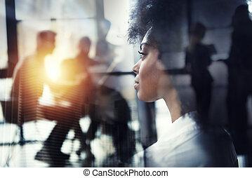 kantoor, businesswoman, venster, door, blik, future., dubbele blootstelling