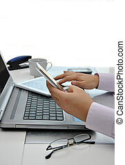 kantoor, met, computers, en, telefoons