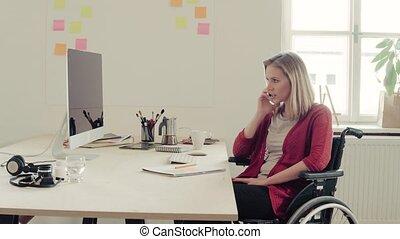 kantoor., wheelchair, bureau, haar, businesswoman