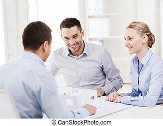 kantoor, woning, paar, het kijken, hun, model