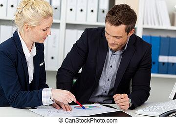 kantoor, zakelijk, bureau, het kijken, grafieken, team, smart
