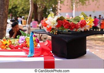 kapelusze, kwiaty, skala
