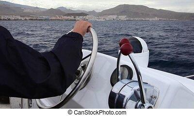 kapitein, manages, een, grote boot, op, de, oever
