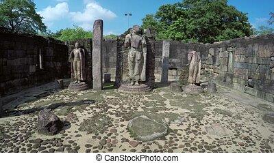 kapot, standbeelden, binnen, een, oude ruïne, in, polonnaruwa, sri lanka