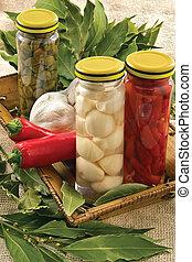 kappertjes, hete peper, baai, knoflook, blad
