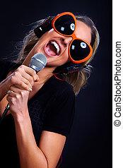 karaoke, éneklés, nő
