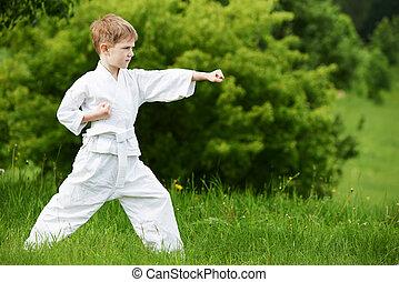 karaté, garçon, peu, exercices, faire