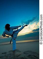 karaté, plage coucher soleil