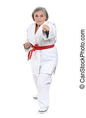 karate, mujer mayor, postura