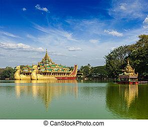 karaweik, binnenschiff, an, kandawgyi, see, yangon, myanmar