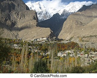Karimabad town, Northern Pakistan - View of Karimabad town ...