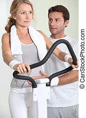 kaross, cykel, kvinna, övning, stående