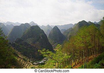 Paysage karstique typique du nord Vietnam .R?gion de Ha Giang
