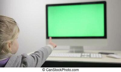 kartony, mała dziewczyna, computer., oglądając