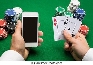 kasino, spieler, mit, karten, smartphone, und, späne
