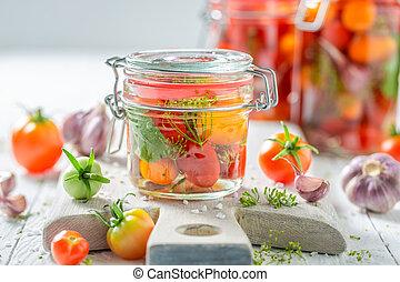 kasownik, i, zdrowy, w puszkach, czerwone pomidory, w, lato