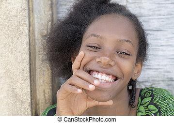 kasownik, uśmiechanie się, afro, piękno