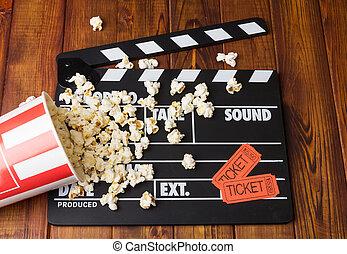 kasten, karten, briefe, film, umgeschuettet, poppers, ondark, wood., schwarz, popcorn, party, weißes