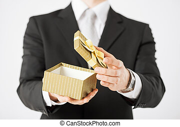 kasten, mann, besitz, geschenk, hände