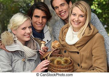 kasztany, grupa, ludzie, młody, grzyby, kosz