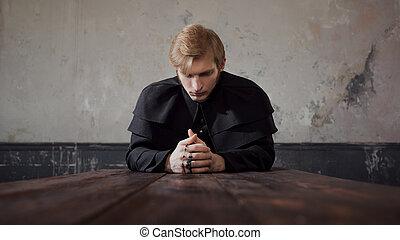 katholiek, mooi, concept, twijfel, jonge, donker, priester, god., verticaal, biddend, stijl