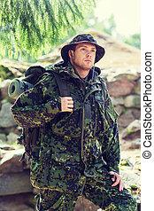 katona, hátizsák, fiatal, erdő