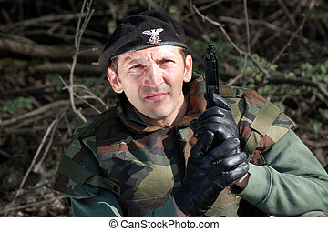 katona, pisztoly