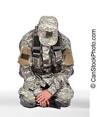 katona, térdelés