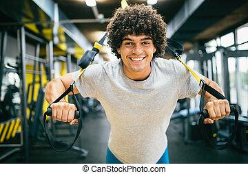 kaukasier, mann- trainieren, mit, aufhängung, training, trx