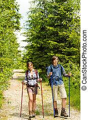 kaukasier, teenager, wandern, in, wald, natur