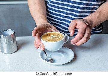 kawa, częściowy, filiżanka, do góry, podbierając, człowiek, prospekt