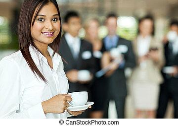 kawa, kobieta, młody, złamanie, indianin, podczas, picie