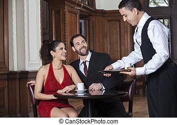 kawa, służąc, restauracja, kelner, para, tango, szczęśliwy