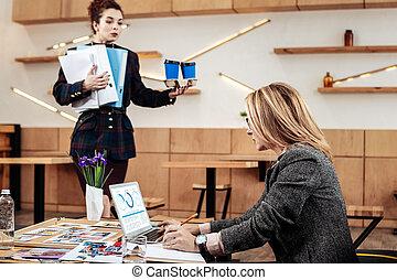 kawa, zajęty, jej, osobisty, szef, samica, takeaway, przyprowadzanie powodowanie, sekretarka