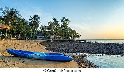 kayak, su, il, riva, di, uno, spiaggia tropicale