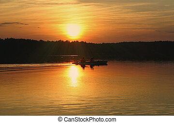 kayakers, tegen, zomer, ondergaande zon