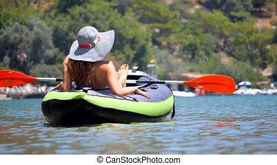 kayaki, sea., femme prendre bain soleil, jeune