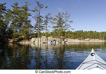 kayaking, auf, a, gelassen, nördlich , see